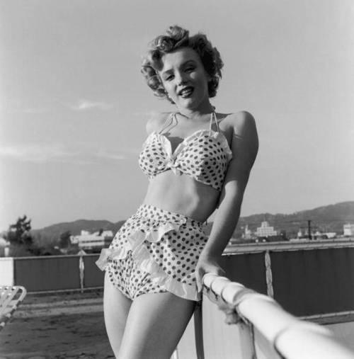 Marilyn Monroe + bathing suit + polkadot 2